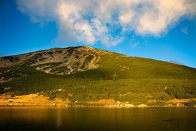 същия връх, но сниман сутрин рано